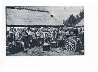 Пробойовий курінь [Другого корпусу] УГА обідає. Бурканів, Галичина. Поштівка. Червень 1919 р.