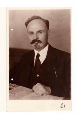 Фотокартки Б. Мартоса, якому 20 травня (за ст.ст.) 1919 р. виповнилося 40 років.