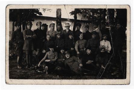 Вояки [Української Галицької армії] в таборі Вадовіци (Польща). Фотокартка. 20 червня 1919 р.