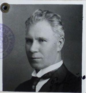 Фотокартки Ф. Швеця, якому 11 листопада 1917 р. виповнилося 35 років. 4 червня 1908 р., 1920 р., 30 листопада 1930 р.