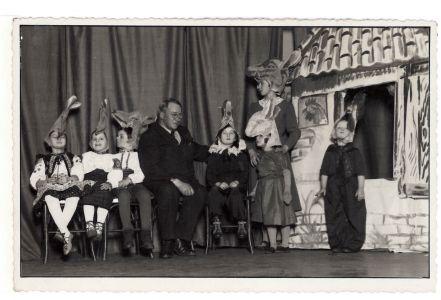 Фотокартки О. Олеся (Кандиби), якому 5 грудня (за н.ст.) 1918 р. виповнилося 40 років. 1937 р., 1939 р., б/д.