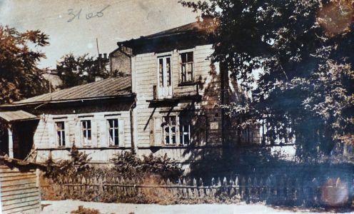 Поштівка з портретом Д. Антоновича, якому 2 листопада 1917 р. виповнилося 40 років та фотокартки будинку, де він мешкав. б/д.